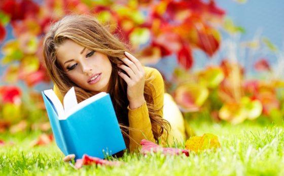 Женщина читатет