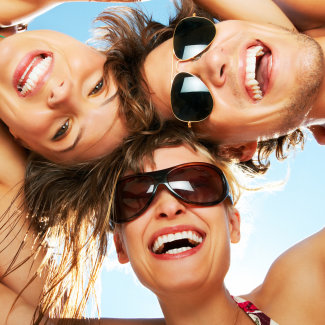 Как развивать чувство юмора: советы и упражнения